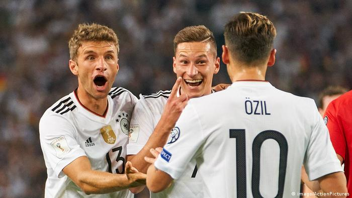 Deutschland Torjubel Draxler mit Müller und Özil (imago/ActionPictures)