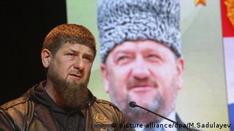 Рамзан Кадыров на фоне портрета своего отца