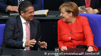 Waziri wa mambo ya nchi za nje Sigmar Gabriel na kansela Angela Merkel
