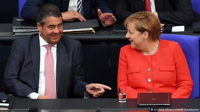 Angela Merkel and Sigmar Gabriel (picture-alliance/AA/M.Gambarini)