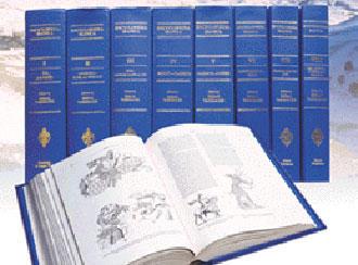 تا بحال بیش از ۱۶۰۰ نویسنده و پژوهشگر از کشورهای گوناگون جهان در نگارش چهارده جلد منتشر شده دانشنامه ایرانیکا همکاری کردهاند