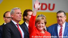 Chancellor Angela Merkel waves during a campaign rally (picture-alliance/dpa/U. Anspach)