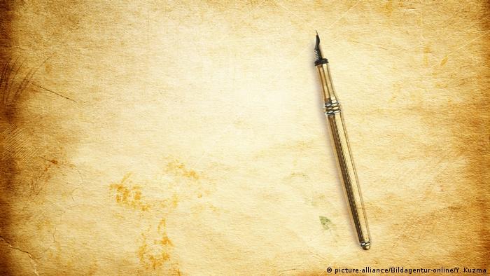 Stift auf altem Papierblatt