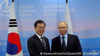 Russland Südkorea Putin mit Moon Jae-in brim Eastern Economic Forum in Wladiwostok