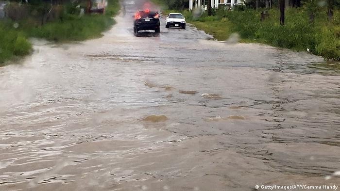Em Barbuda, algumas ruas ficaram inundadas