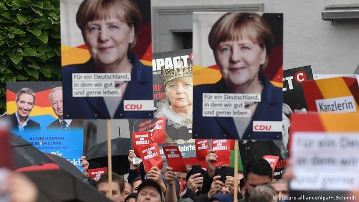 La canciller alemana, Angela Merkel, abucheada por ultraderechistas en sucesivos mítines, subrayó hoy que el derecho de reunión es un pilar de la libertad y aseguró que seguirá con sus actos de campaña. (7.09.2017).