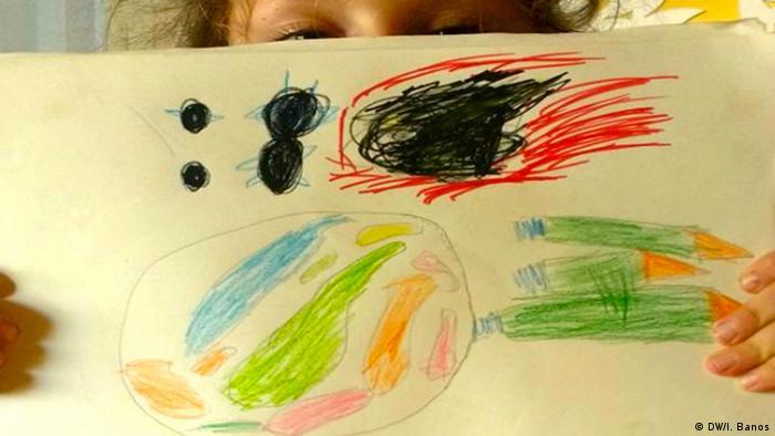 Desenho de Emma, de sete anos, mostra uma bola de fogo e pessoas deixando a terra em foguetes
