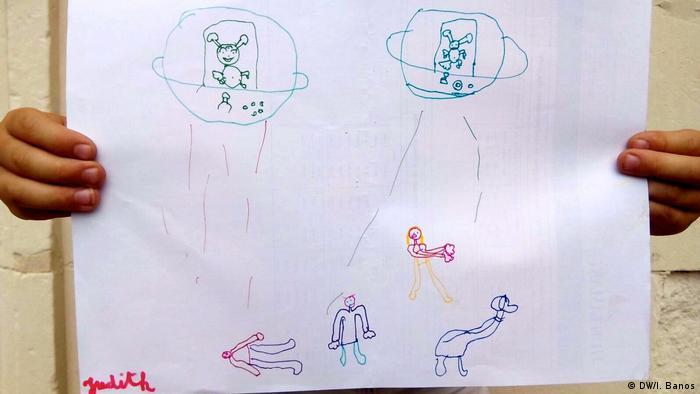 Criança desenhou extraterrestres em pequenas cápsulas invadindo a Terra