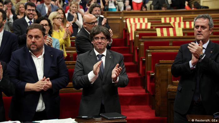 Spanien | Katalonien verabschiedet Referendumsgesetz (Reuters/A. GEa)