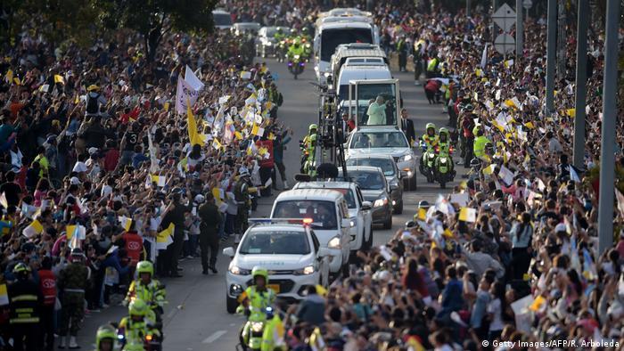 Kolumbien | Ankunft Papst Franziskus in Bogota (Getty Images/AFP/R. Arboleda)