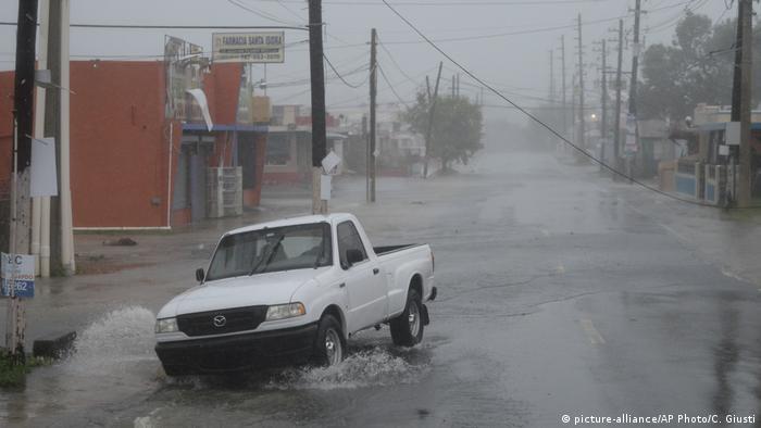 Bildergalerie Irma Puerto Rico (picture-alliance/AP Photo/C. Giusti)