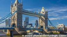 UK, England, London, Tower Bridge über Fluss Themes