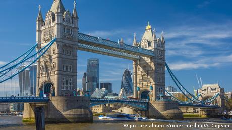 UK, England, London, Tower Bridge across River Thames (picture-alliance/robertharding/A. Copson)