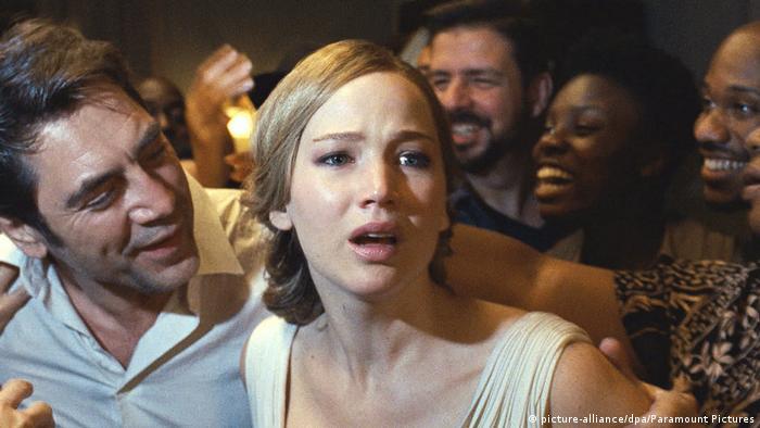 Сцена из фильма Мама! / Mother!