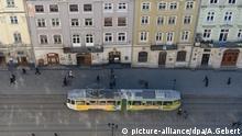 A tram drives through downtown Lviv, Ukraine, February 17, 2015. Photo: Andreas Gebert/dpa | Verwendung weltweit