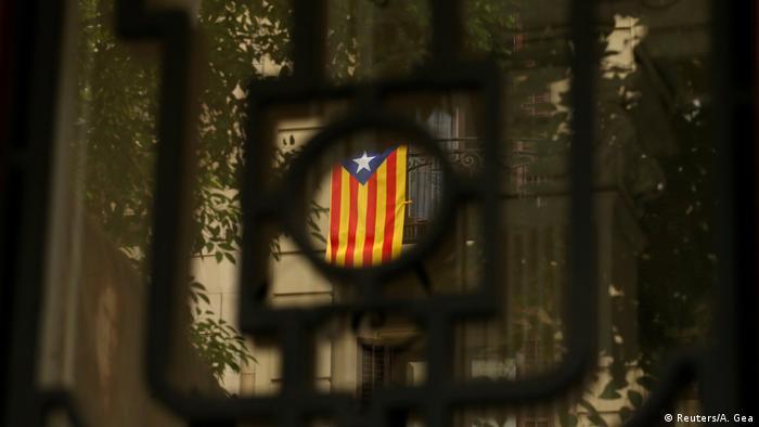 Spanien eine Katalanische (Separatisten-) Flagge hängt in Barcelona (Reuters/A. Gea)