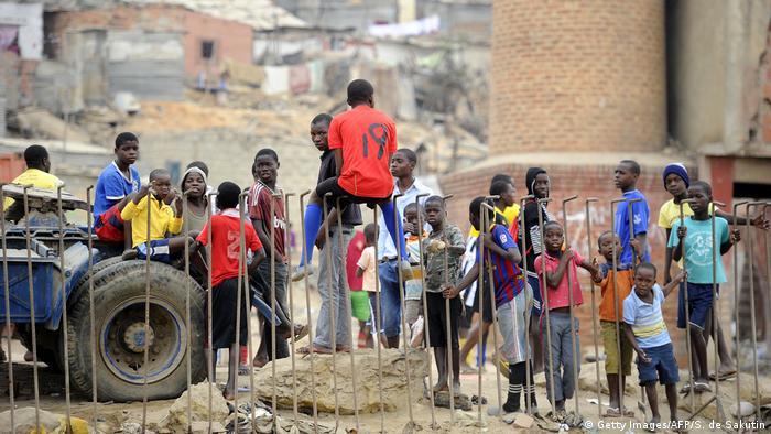 Angola Jugendliche & Kinder in Luanda, Boa Vista Slum