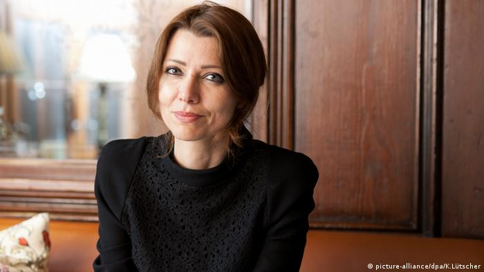 Elif Shafak (picture-alliance/dpa/K.Lütscher)