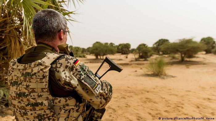 Bundeswehr-Soldat bei MINUSMA-Friedensmission in Mali (picture-alliance/NurPhoto/M. Heine)