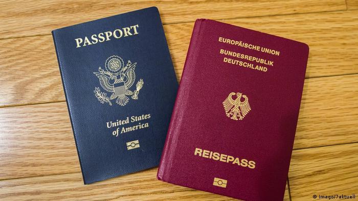 Reisepässe Amerika und Deutschland