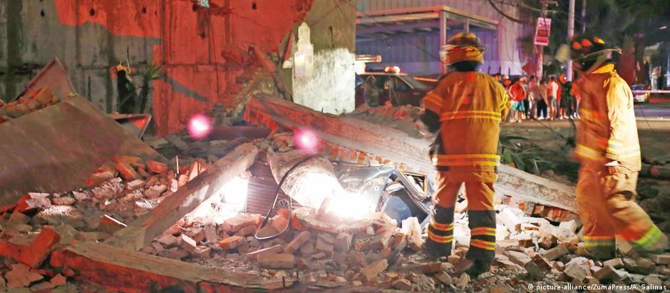 Terremoto foi sentido na Cidade do México, onde pessoas correram às ruas