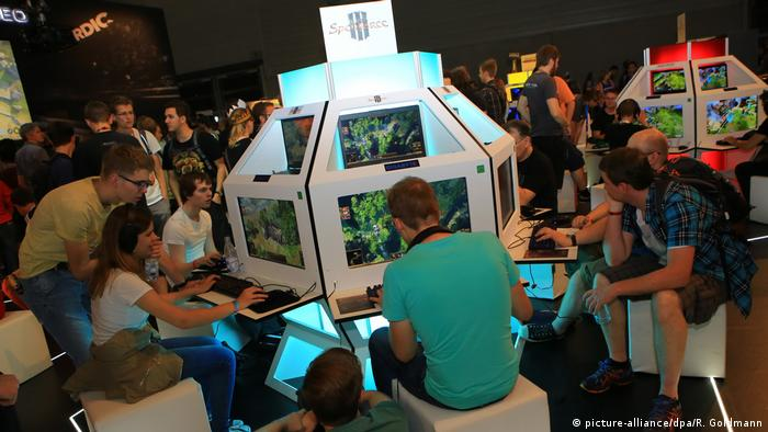 Spielemesse gamescom 2016 | Gigabyte Spellforce (picture-alliance/dpa/R. Goldmann)