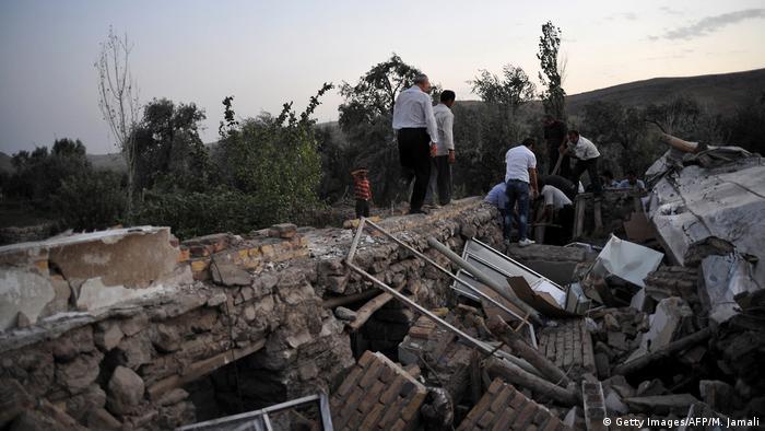 Iran - Zerstörte Häuser nach Erdbeben (Getty Images/AFP/M. Jamali)