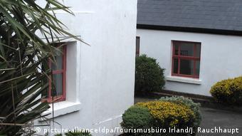 Irland Mayo - Das Böll-Cottage auf Achill Island (picture-alliance(dpa/Tourismusbüro Irland/J. Rauchhaupt)
