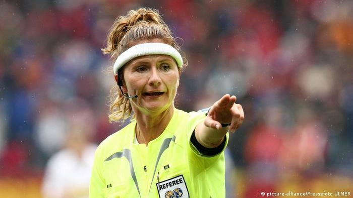 Schiedsrichterin Nicole Petignat (picture-alliance/Pressefoto ULMER)