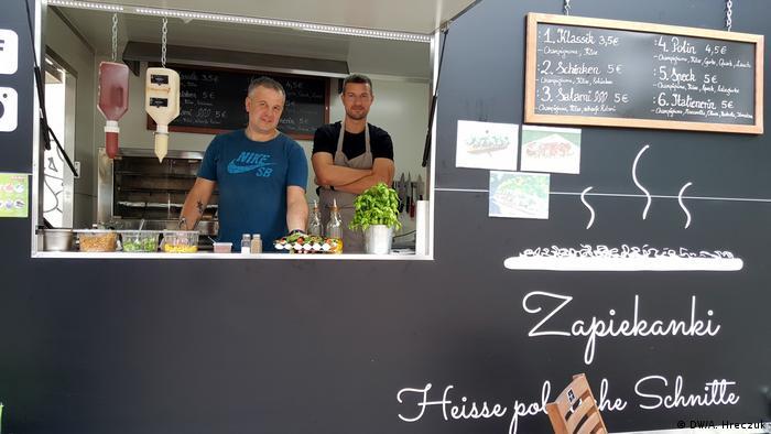 Deutschland Berlin - Polnische Küche: Zapiekanki Foodtruck