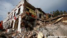 08.09.2017 Soldiers remove the debris of a house destroyed in an earthquake that struck off the southern coast of Mexico late on Thursday, in Juchitan, Mexico, September 8, 2017. REUTERS/Edgard Garrido