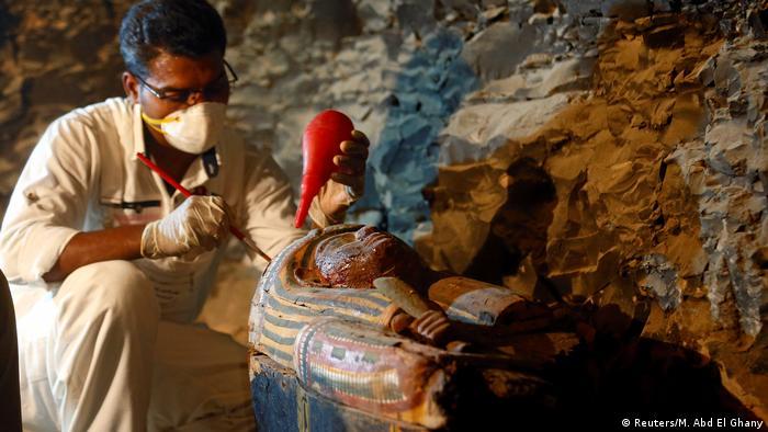 Arqueólogos egípcios descobrem antigas tumbas na cidade de Luxor