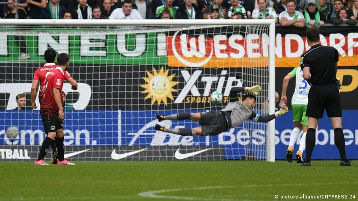 FBL - Wolfsburg vs Hannover. BL (picture-alliance/CITYPRESS 24)