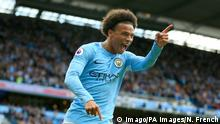 Fußball England Manchester City v Liverpool Premier League Etihad Stadium Manchester City s Leroy Sane celebrate