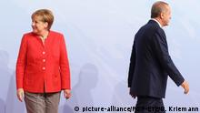 Deutschland Bundeskanzlerin Angela Merkel und Recep Tayyip Erdogan in Hamburg (picture-alliance/POP-EYE/B. Kriemann)