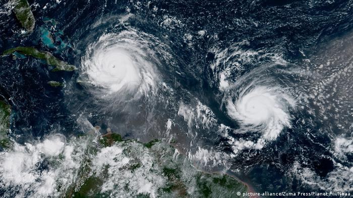 Satellitenbild von Irma (l.) und José (picture-alliance/Zuma Press/Planet Pix/Noaa)