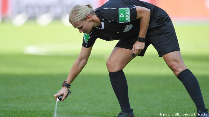 Bundesliga Berlin vs Bremen Bibiana Steinhaus