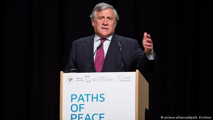 Münster Weltfriedenstreffen Merkel Antonio Tajani (picture-alliance/dpa/G. Kirchner)
