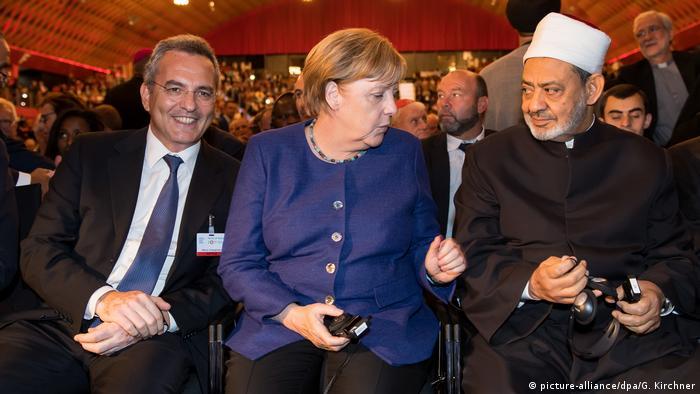 Münster Weltfriedenstreffen Merkel Muhammad Al-Tayyeb (picture-alliance/dpa/G. Kirchner)