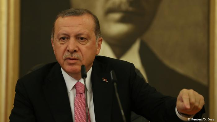 Medidas autoritárias do presidente turco Recep Tayyip Erdogan impedem entrada da Turquia na UE, diz Juncker