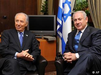 نتانیاهو (راست) در کنار شیمون پرز، رئیس جمهور اسرائیل