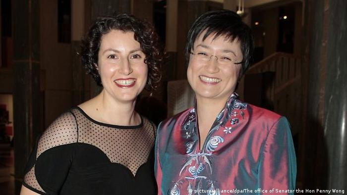 Bildergalerie Australien Homoehe Referendum Penny Wong mit ihrer Partnerin Sophie Allouache (picture-alliance/dpa/The office of Senator the Hon Penny Wong)