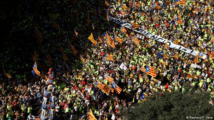 Demonstrators fill Barcelona's streets to push for Catalan independence (Reuters/S. Vera)