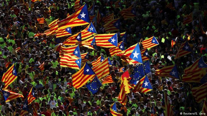 Una multitudinaria manifestación independentista recorrió las calles de Barcelona con motivo de la Diada del 11 de septiembre con el grito de votaremos, a menos de tres semanas del referéndum del 1 de octubre convocado por la Generalitat y suspendido por el Tribunal Constitucional. 11.09.2017
