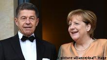 25.07.2017*****Bundeskanzlerin Angela Merkel (CDU) und ihr Mann JoachimSauer kommen am 25.07.2017 in Bayreuth (Bayern) zur Eröffnung der Bayreuther Festspiele. Die Richard-Wagner-Festspiele werden mit der Oper Die Meistersinger von Nürnberg eröffnet. Foto: Tobias Hase/dpa   Verwendung weltweit
