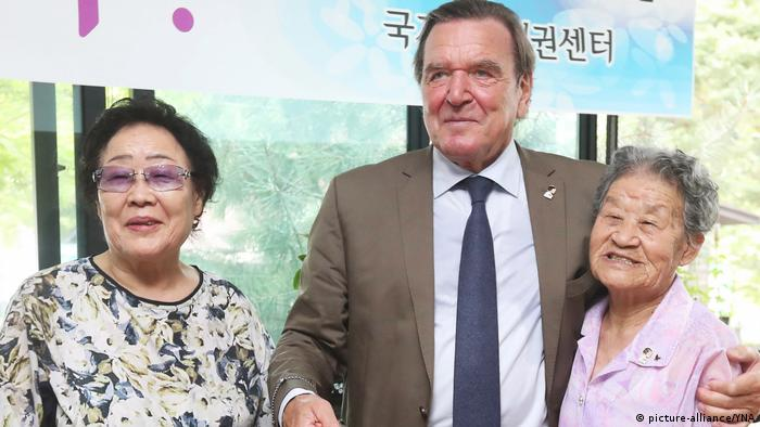 Gerhard Schröder in Südkorea (picture-alliance/YNA)
