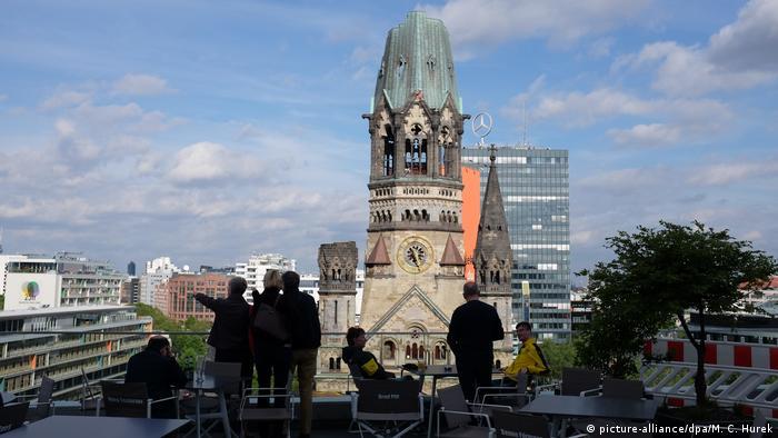 Über den Dächern von Berlin (picture-alliance/dpa/M. C. Hurek)