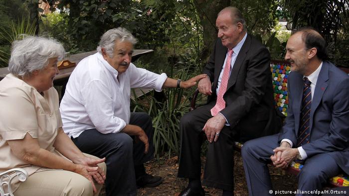 Juan Carlos und Jose Mujica Lucia Topolansky (picture-alliance/dpa/H.Ortuno)