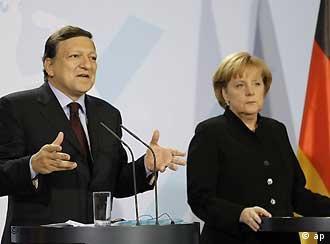Archivbild: Jose Barroso und Angela Merkel bei einer gemeinsamen Pressekonferenz (Foto: AP)