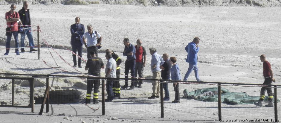 Menino de 11 anos teria atravessado cerca que mantém turistas a uma distância segura